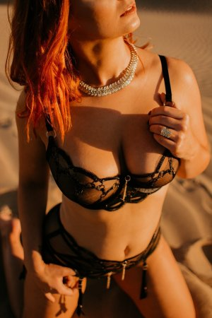 Saoussen escorts service in Plum PA, sex club